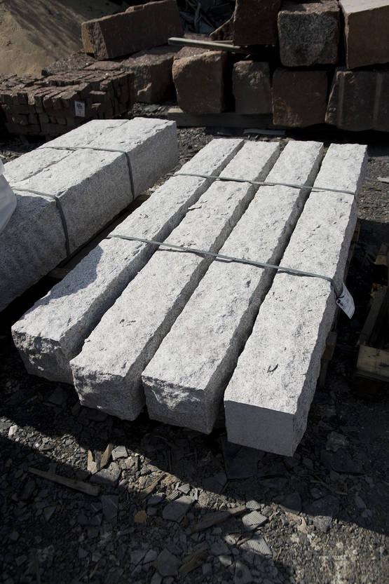 Pilarikivi 20x20x200cm, graniitti harmaa  Kivitori verkkokaupasta