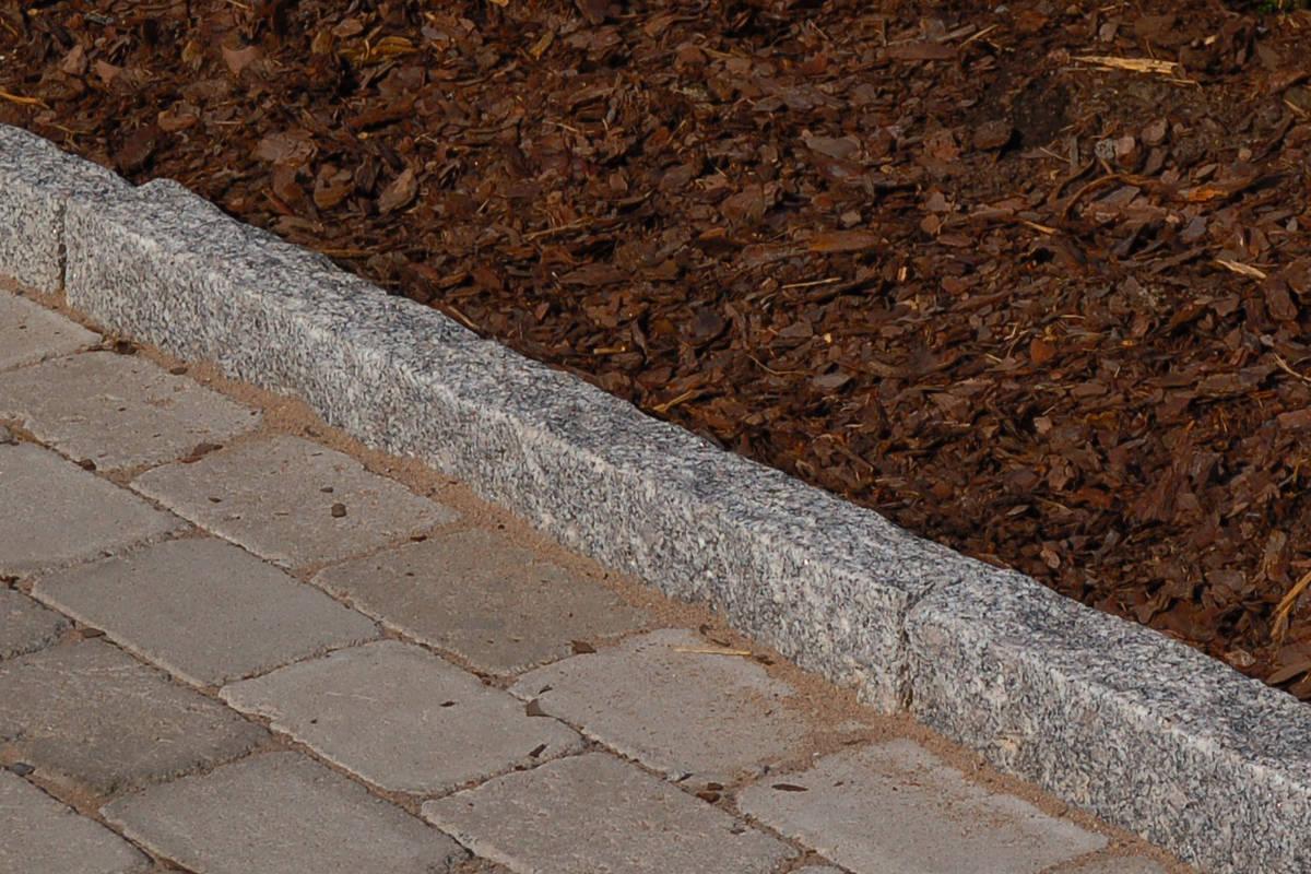 Graniittireunakivi R10, harmaa 100 115x25x10 cm  Kivitori verkkokaupasta